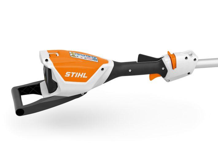HLA 56 : le taille-haie sur perche à batterie par Stihl